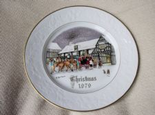 GILDED COLLECTABLE DISPLAY PLATE ROYAL WORCESTER CHRISTMAS 1979 TEXTURED HOLLY